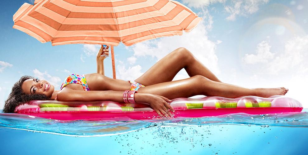 """Надувной матрац и зонт от солнца от туристической компании """"ТурСервис"""""""