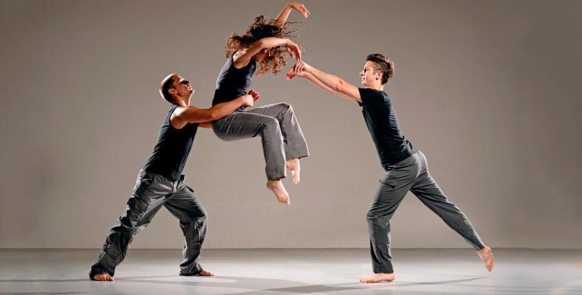 Абонементы 6700 руб. на занятия по направлениям на выбор в школе танцев Hola