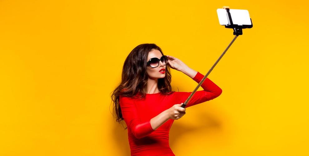 Палка для Selfie, внешний аккумулятор и M&M's от компании Steve-Service