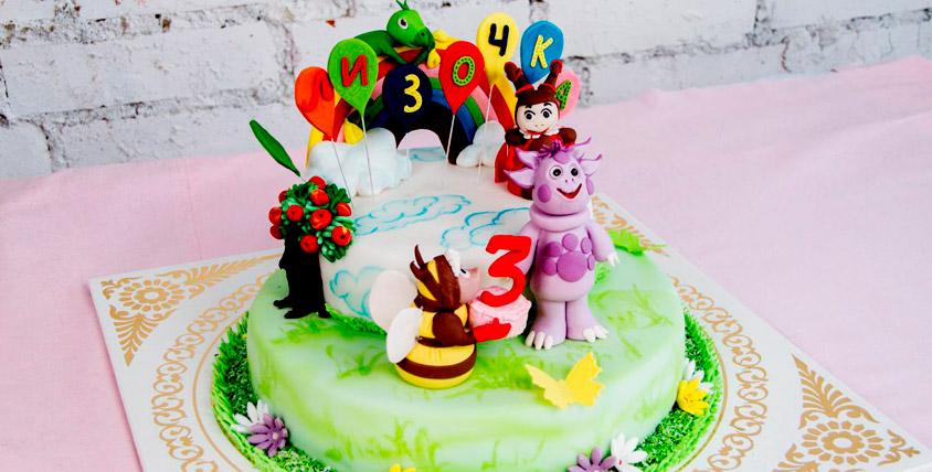 """Торт на заказ стоимостью 4000 руб. и набор из 10 кейкпопсов от кондитерской """"Оазис"""""""