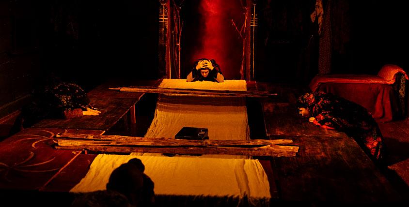 """2 пригласительных (каждый на двоих) на спектакль """"Пещерные мамы"""" от Центра Современной Драматургии"""