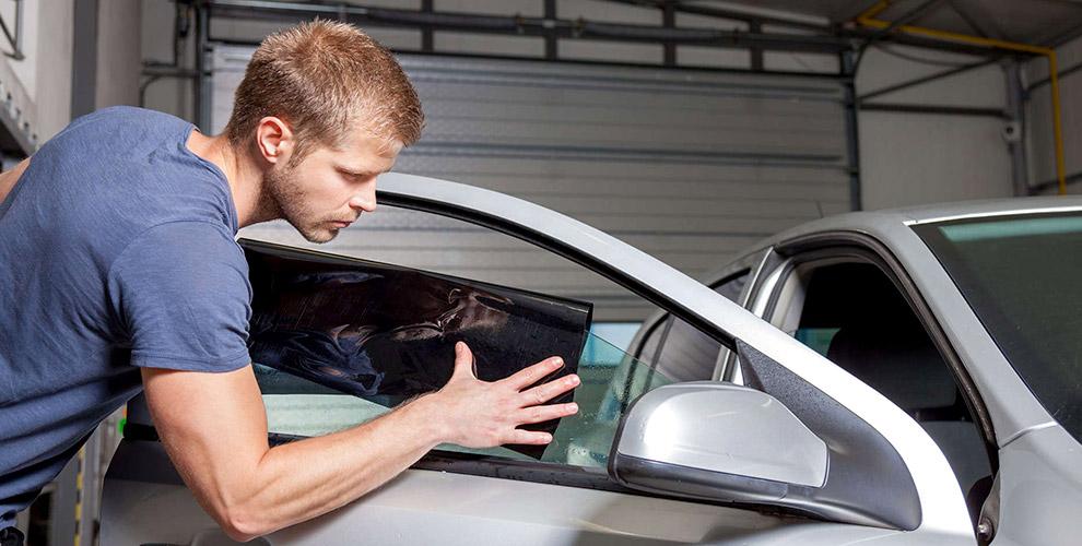 Тонирование стекол автомобиля энергосберегающей пленкой вавтосервисе «НаМеридиане»