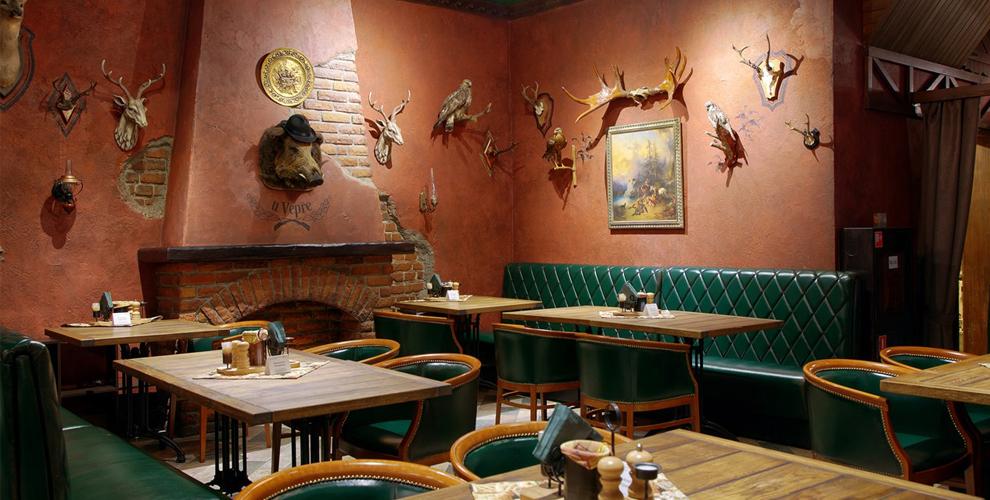 Фирменный напиток, горячее блюдо и ассортимент закусок в ресторане «Пан Сметан»