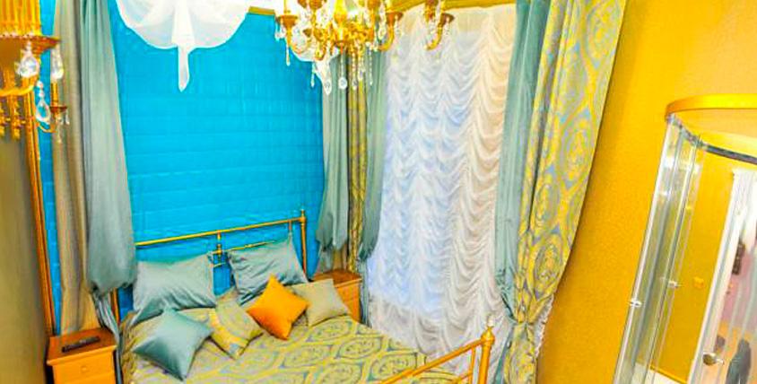 """Проживание в номерах """"Эконом- класс"""", """"Полулюкс"""", """"Люкс"""" в гостинице VIP-hostel Nevskiy"""