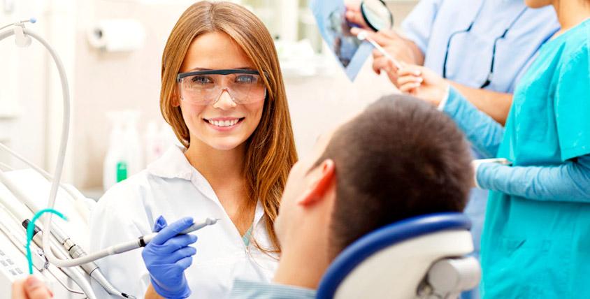 """Бесплатный осмотр, лечение кариеса и установка пломбы в стоматологии """"МедСтом"""""""