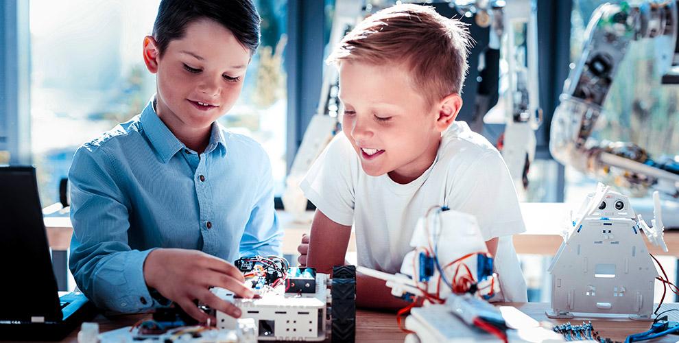 Опыты, эксперименты и открытия для детей в центре лайфхаков и изобретений «Эдисон»