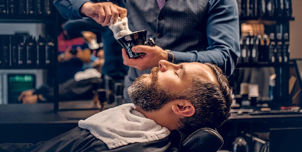 Мужская стрижка, моделирование бороды и «Королевское бритье» в барбершопе BlackJack