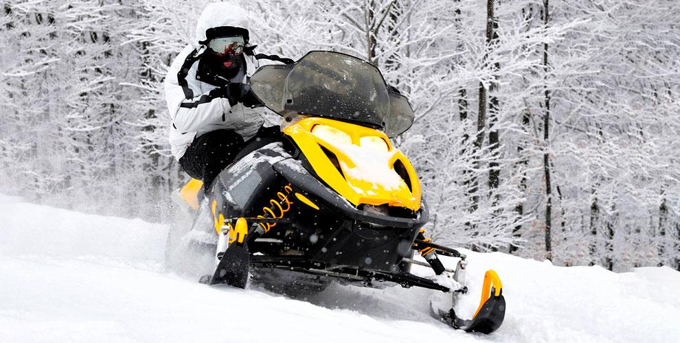 Катание на снегоходе в компании Extremal Club
