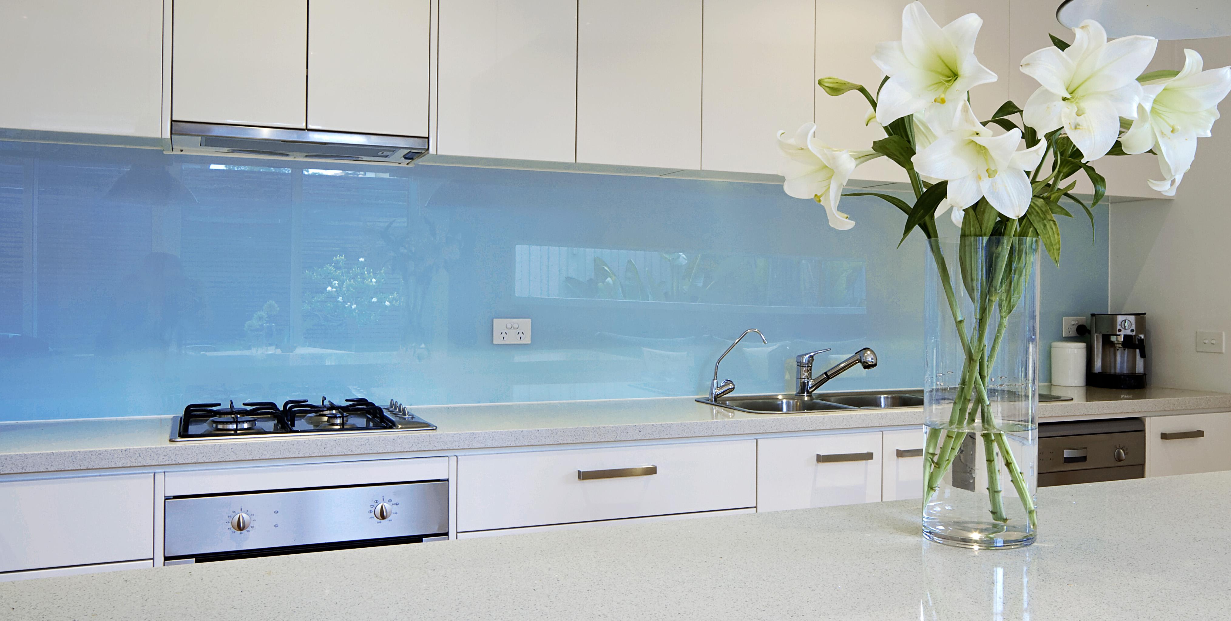 Кухонные фартуки из закалённого стекла от компании «Блеск»