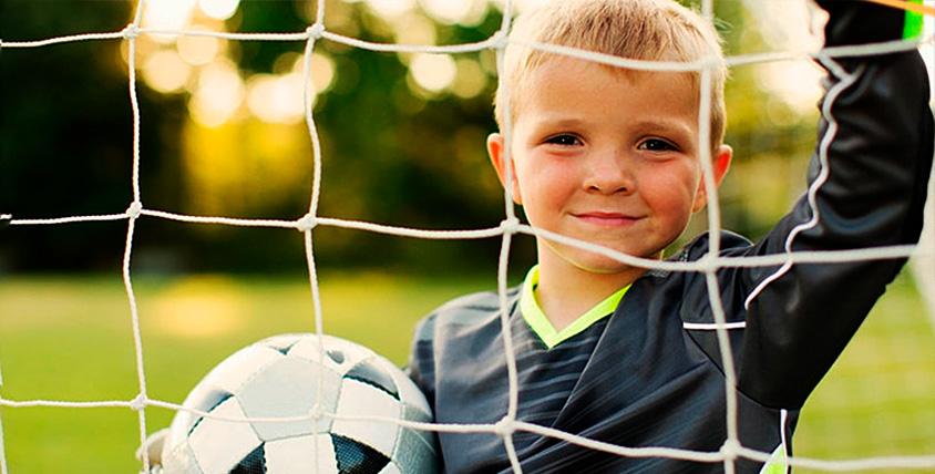 """Два бесплатных занятия и абонементы в детской футбольной школе """"Планета футбола"""""""
