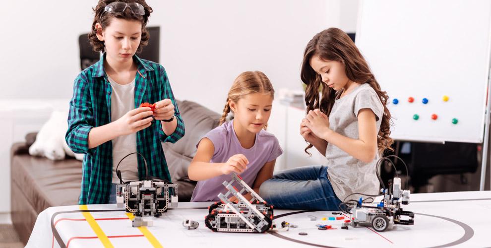 Занятие по робототехнике, архитектуре и3Д моделированию встудии «Кидтех»