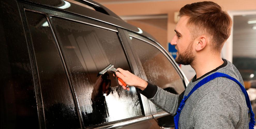 Тонирование стекол, бронирование фар и защита от сколов в автосервисе «Автоград»