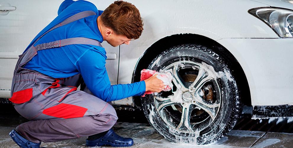 Комплексная мойка автомобиля и полировка фар в автокомплексе «Арс Авто»