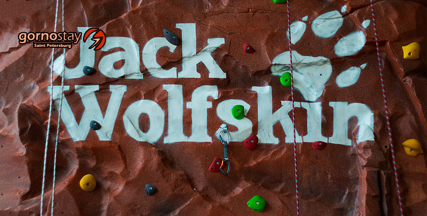 Целый день неограниченного посещения высотного скалодрома Jack Wolfskin