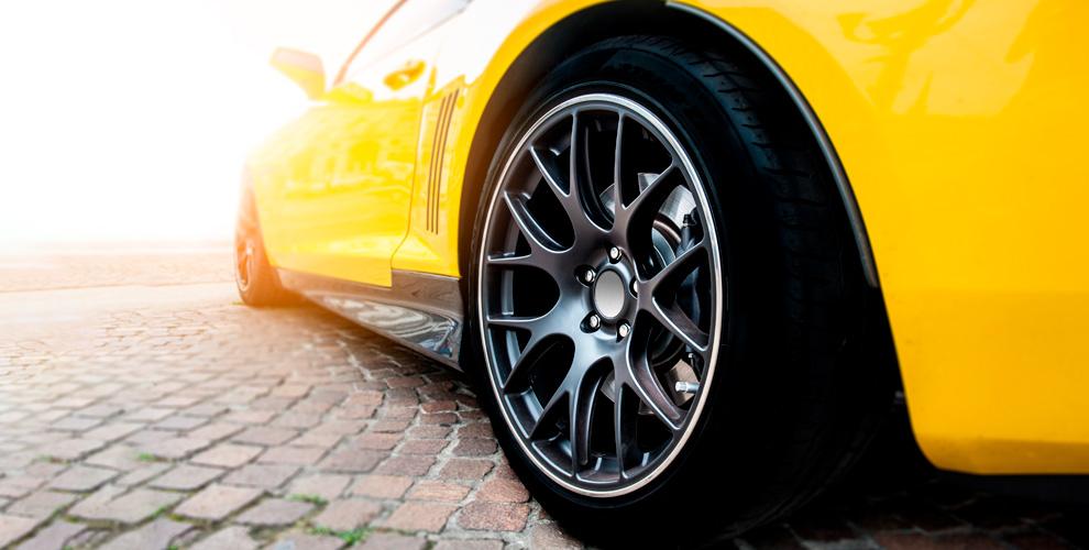 Шиномонтаж колес автомобиля вмастерской «Шиномонтажка»