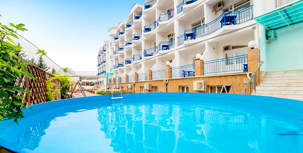 """Отдых в Анапе: проживание с завтраками в гостинице """"Агат"""", бассейн и развлечения"""