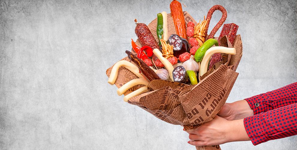 «Дари подарок»: съедобные букеты изледенцов, «Мясной букет №1»и«Шоколадный букет»