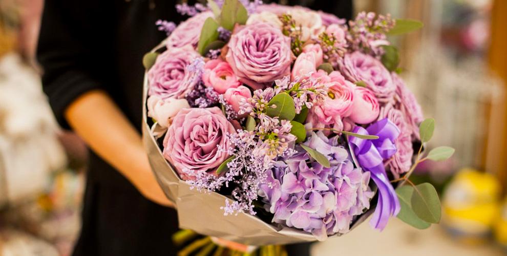 Розы, лилии, букеты икомпозиции вмастерской «Пион&Я»