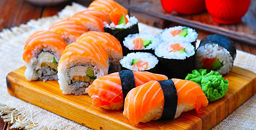 Блюда японской, итальянской или европейской кухни в ресторане LoLo&PePe