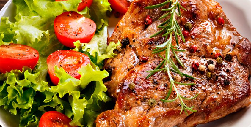 Шашлык из курицы, свинины, баранины или семги, итальянская паста, сочный стейк и напитки в караоке-ресторане The Bronx