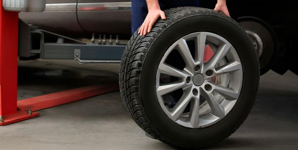 Шиномонтаж колес автомобиля в сети мастерских «Мастер»