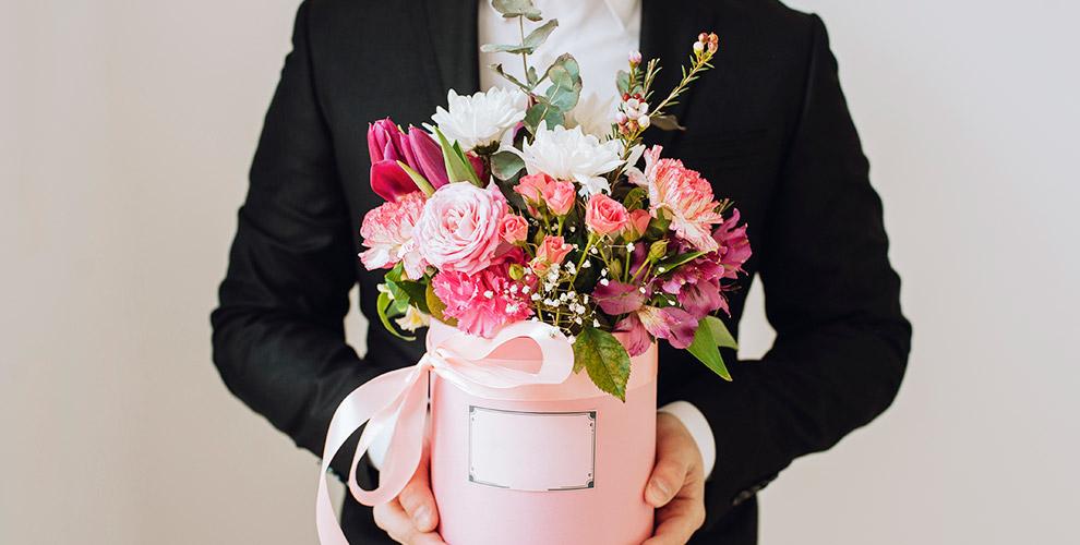 Служба доставки Tom Fleur: букеты из голландских роз и композиции в шляпных коробках