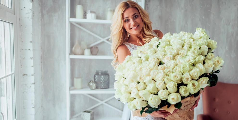 «Цветочный райвВишневой горке»: розы, хризантемы, тюльпаны, альстромерии, лилии