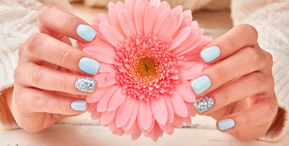 Маникюр, укрепление ногтей ипокрытие гель-лаком впространстве красоты LOOK