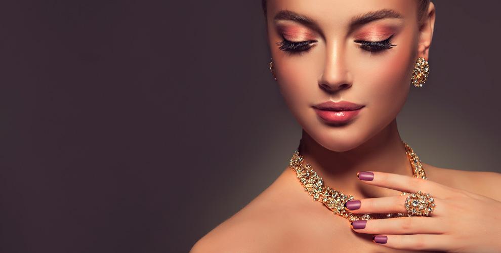 Изделия иззолота сбриллиантами исеребра вмагазине «Русское Золото»