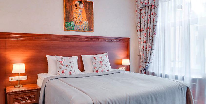 Отдых с проживанием в номере с камином и джакузи в отеле Rotas