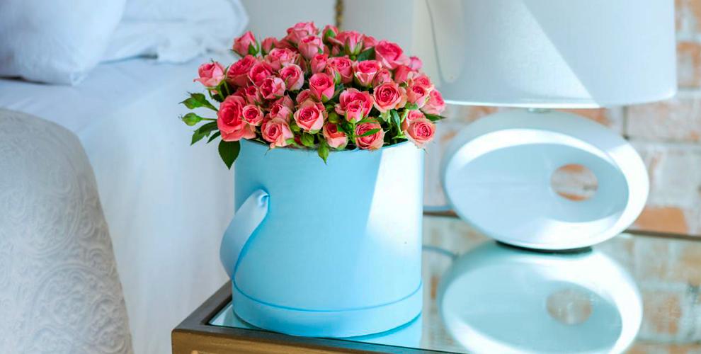 Цветочные композиции в деревянном ящике, свадебные и другие букеты в салоне Vanda