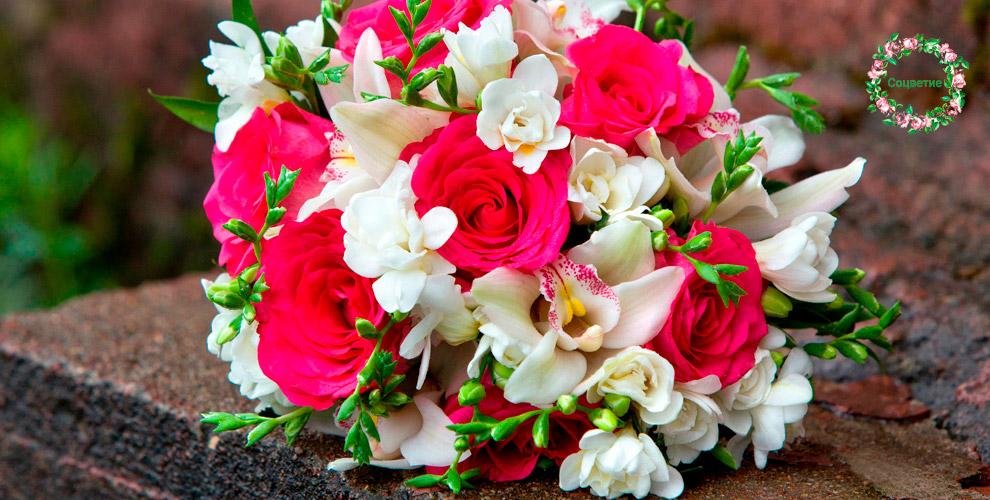 Разнообразные цветы ибукеты всалоне «Соцветие»