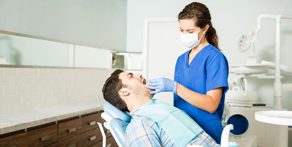 Лечение кариеса, удаление, реставрация иотбеливание зубов вклинике «Стоматолог 911»