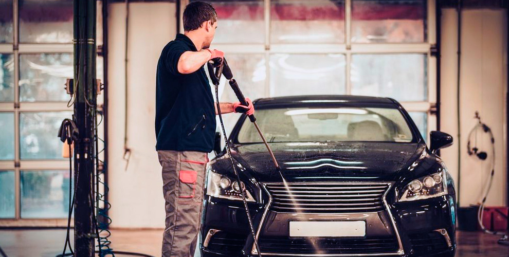 Экспресс-мойка, химчистка и полировка автомобиля в автокомплексе «АвтоРад»