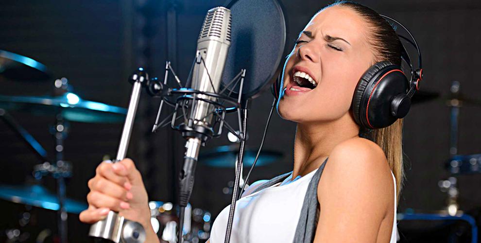 Занятия по вокалу и игре на ударных или на гитаре в школе Рока SuperStar