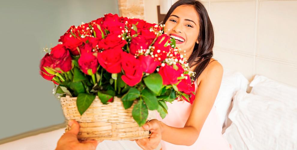 Большое разнообразие цветов и модных букетов из роз от магазина «Цветочный рай»
