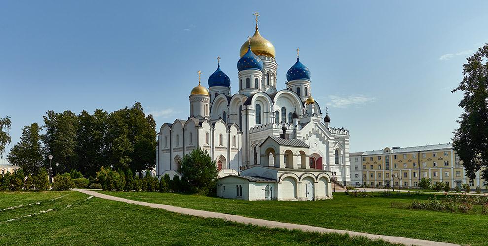 Речной круиз натерриторию Николо-Угрешского монастыря натеплоходе «Фалькон»