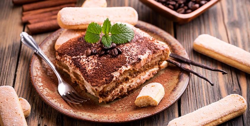 """Пахлава, яблочный пирог, тирамиссу, чизкейк и напитки в кафе грузинской кухни """"Мальчик Picasso"""""""