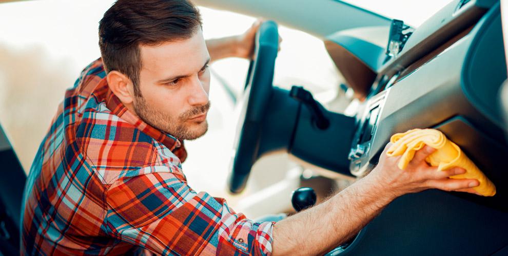 Химчистка салона автомобиля и полировка передних фар в автосервисе «Фаворит»