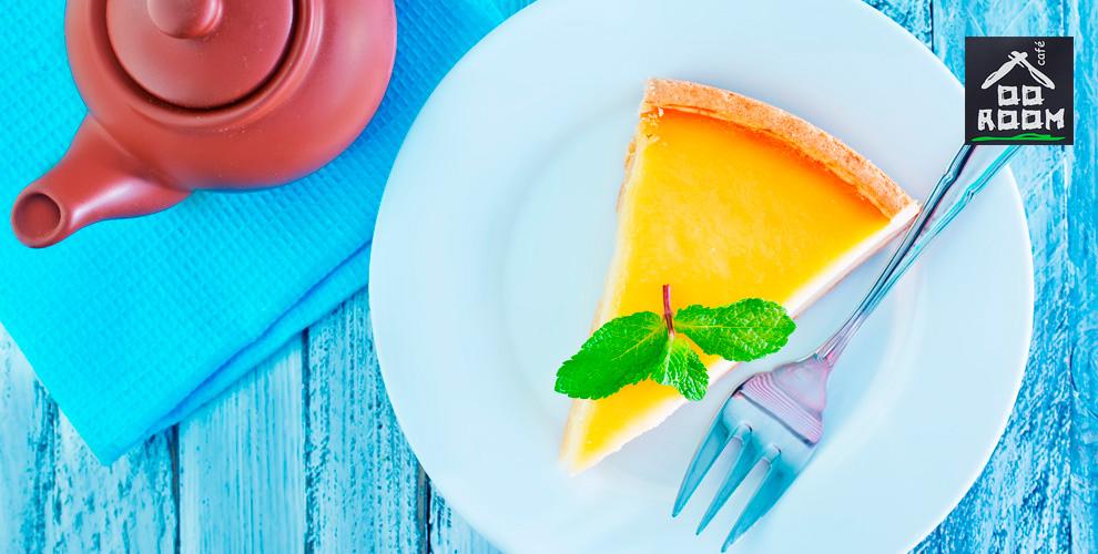 Чизкейк, штрудель сфиниками ичерносливом, торт «Брауни» инапитки вкафе ROOM-cafe