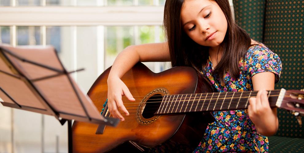 Занятия по вокалу, гитаре или фортепиано для взрослых и детей в школе ART-place