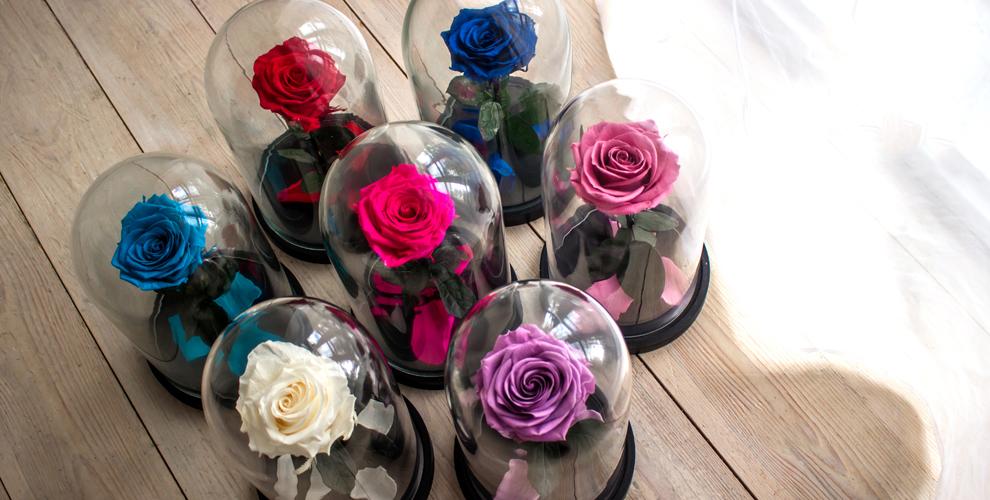 Стабилизированная роза в колбе с гравировкой от компании Mary J Mall Flowers
