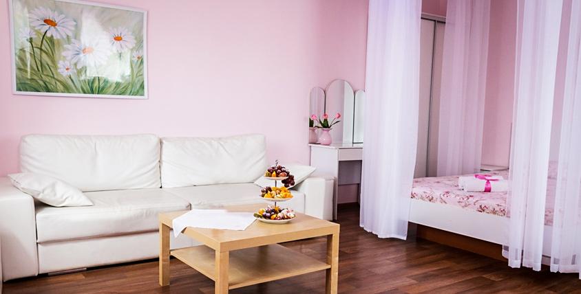 """Романтическое настроение! Проживание в номерах """"Люкс"""" с парной и джакузи в гостиничном комплексе Red Crystal в центре города!"""