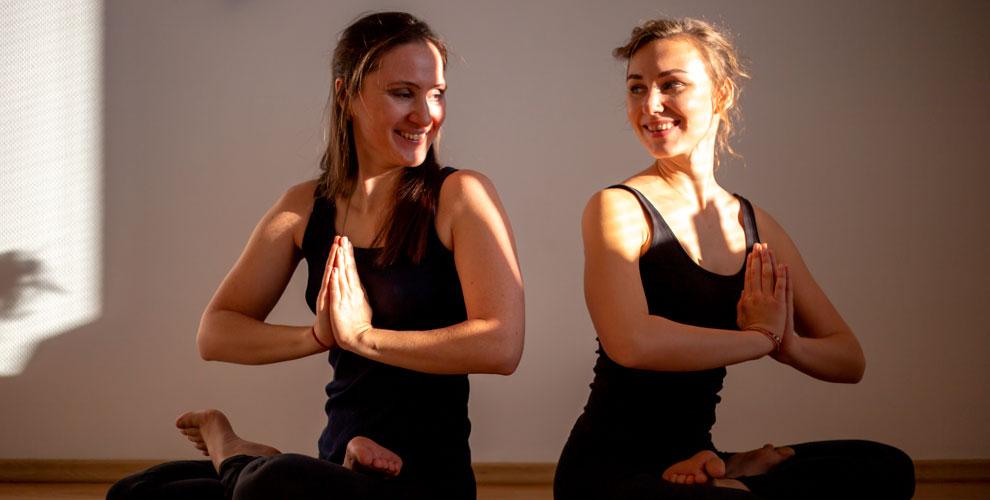 Занятия хатха-йогой в студии «Дыши»