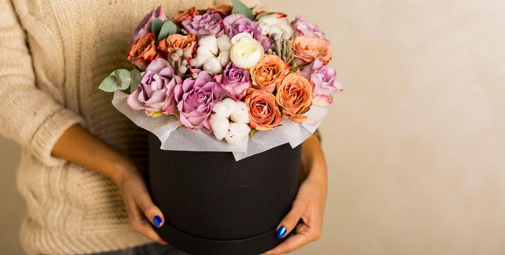 Цветы и композиции в шляпной коробке от компании Flower Power