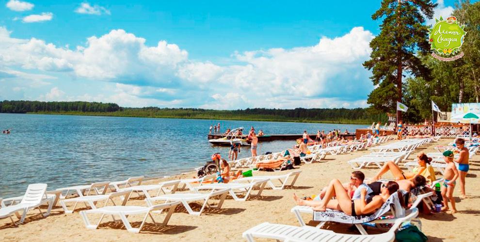 Посещение пляжа вбудние дниотзагородного клуба «Лесная сказка»