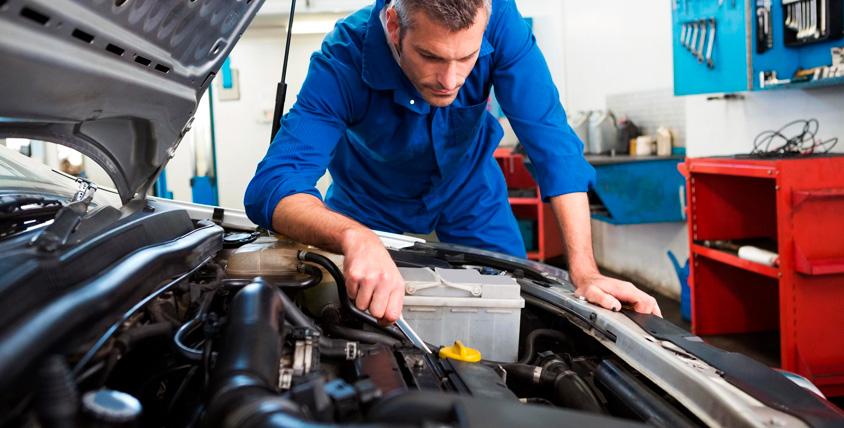"""Замена масла в двигателе, диагностика автомобиля и не только в автосервисе """"Южный"""""""