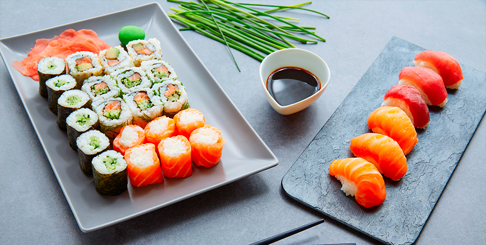 Роллы, суши, WOK-еда в коробочках и другое от службы доставки «Магия вкуса»