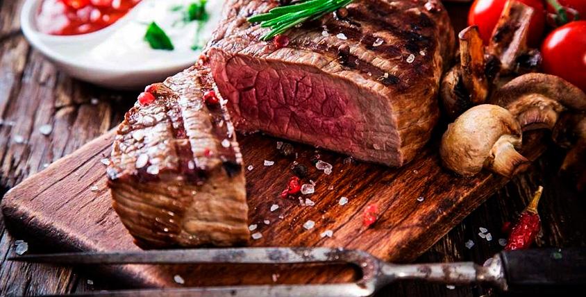 """Горячие блюда из мяса, птицы и рыбы, гарнир, салаты и десерты в пабе """"Золотая Пинта"""""""