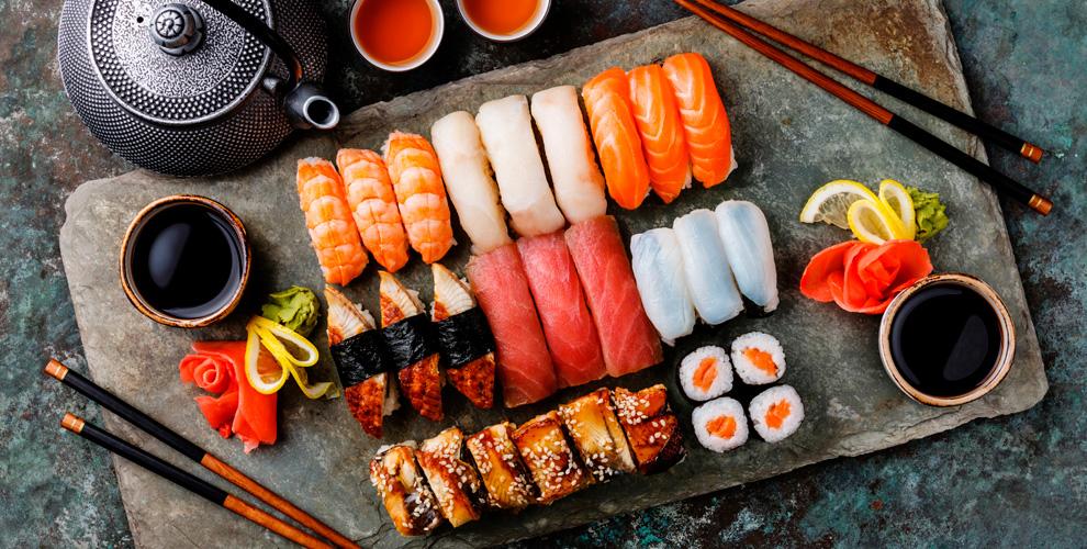 Горячие ихолодные роллы,наборы отслужбы доставки Black sushi74